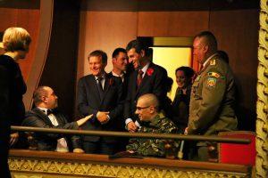 Campulungeanul Ionut Butoi in loja la Opera Romana salutat de primul ministru Dacian Ciolos